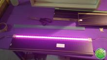 LEDverlichting innovatie bijna onzichtbaar verwerkt in de lijst van de lachspiegel.