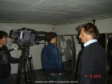 De regisseur en de modellen aan het werk.