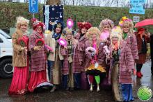 Handlachspiegeljtes gesponsord aan carnavalsvereniging met eerste prijs als beloning!