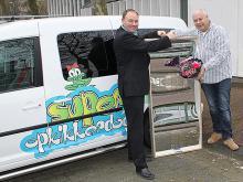 Op 15 maart 2012 hebben wij aan Stichting Opkikker een lachspiegel overhandigd.
